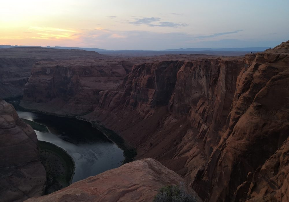 The surroundings are beautiful at Horseshoe Bend