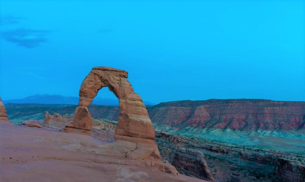 Delicate Arch in desert during nighttime