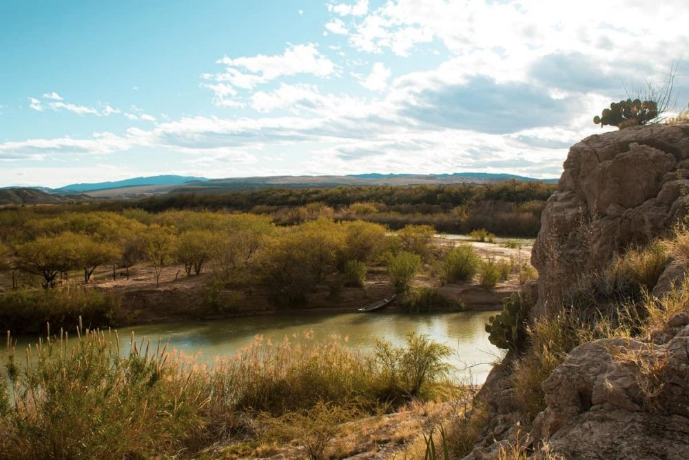 Scenic overlook with river running through Big Bend National Park