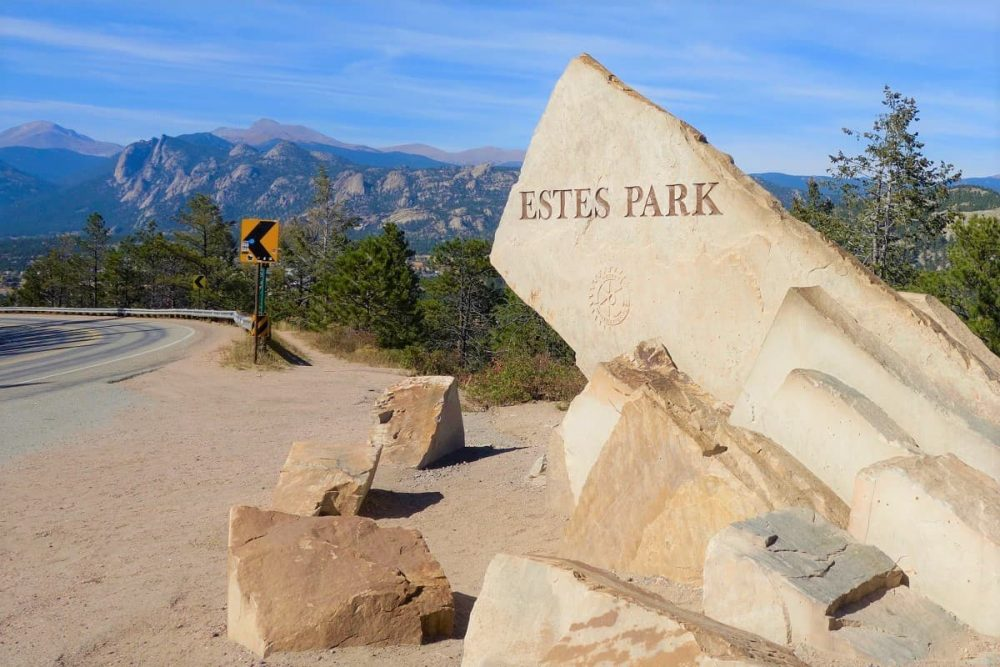 There are places to stay near Rocky Mountain National Park in the gateway town Estes Park